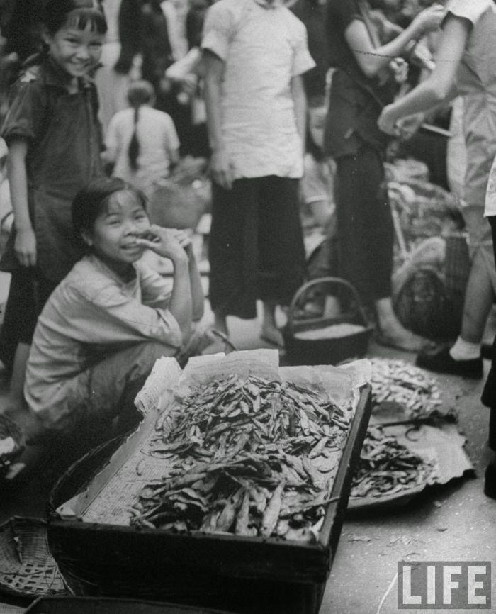 City-life-Hong-Kong-1945-05