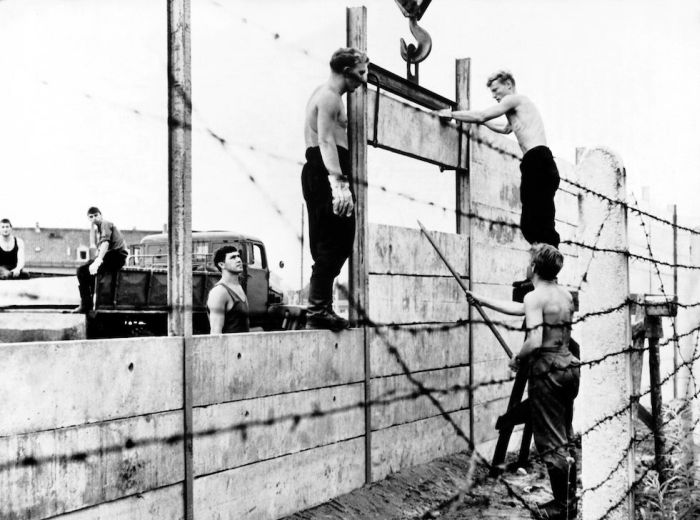 MUR DE BERLIN EN CONSTRUCTION 1961