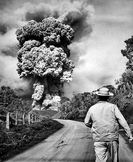 Costa-Rican-volcano-Irazu-in-1964-02