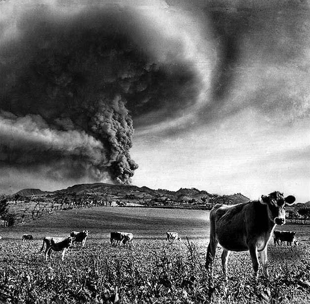 Costa-Rican-volcano-Irazu-in-1964-03