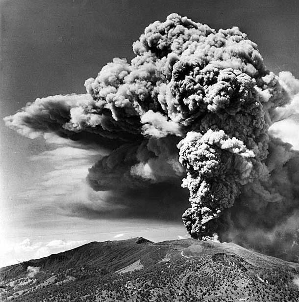 Costa-Rican-volcano-Irazu-in-1964-04
