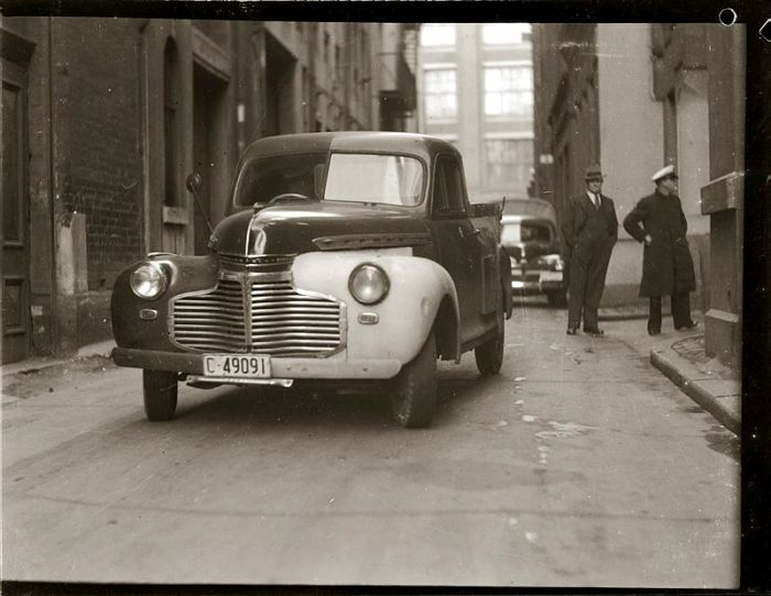 Street scene. Late 1940s, details unknown.