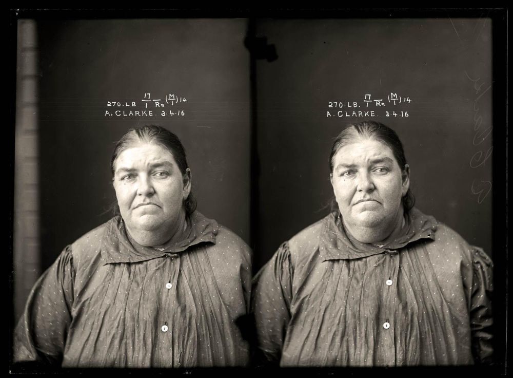 Female-gangster-Mug-Shots-02