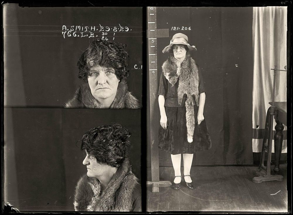 Female-gangster-Mug-Shots-04