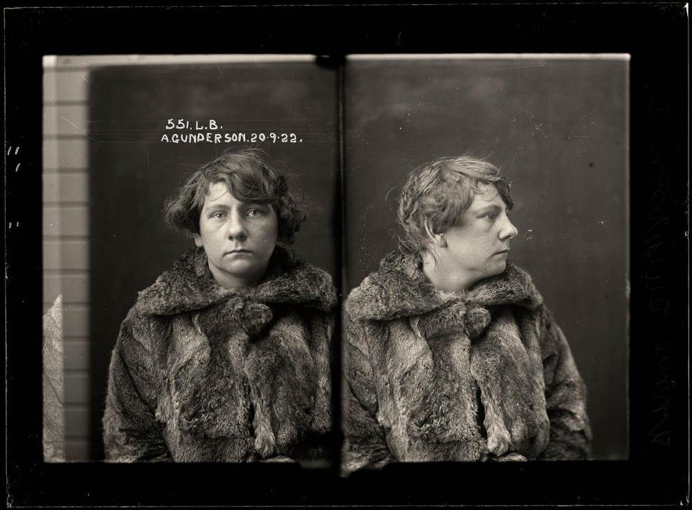 Female-gangster-Mug-Shots-06