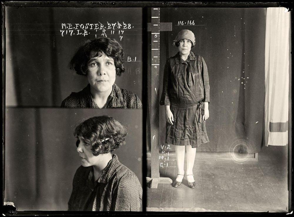 Female-gangster-Mug-Shots-23