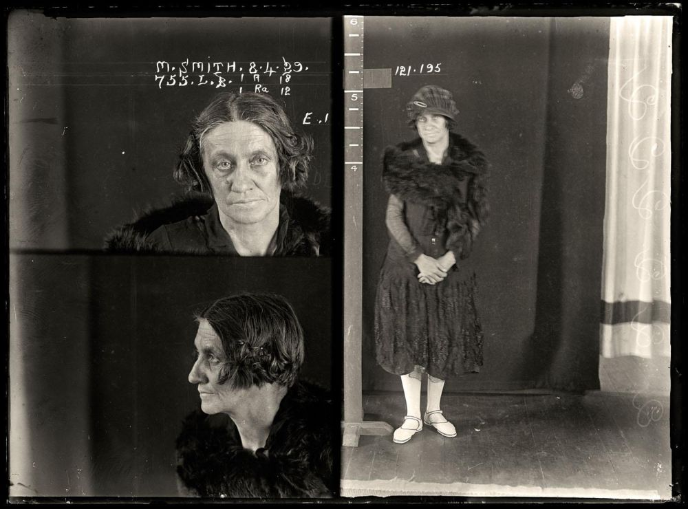 Female-gangster-Mug-Shots-24