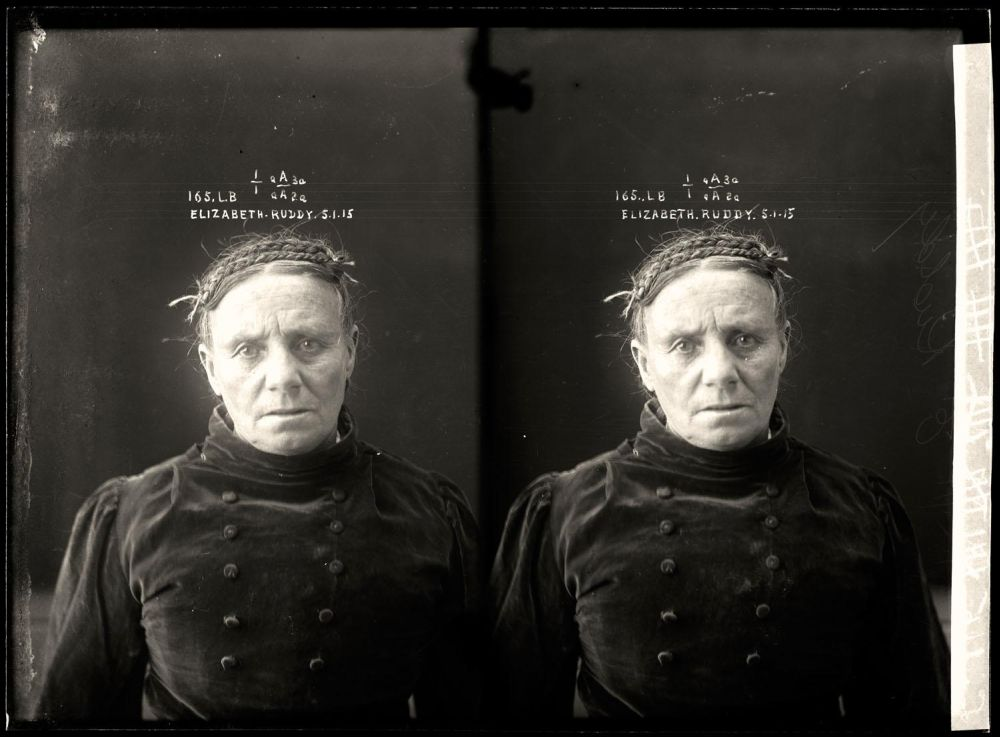 Female-gangster-Mug-Shots-41