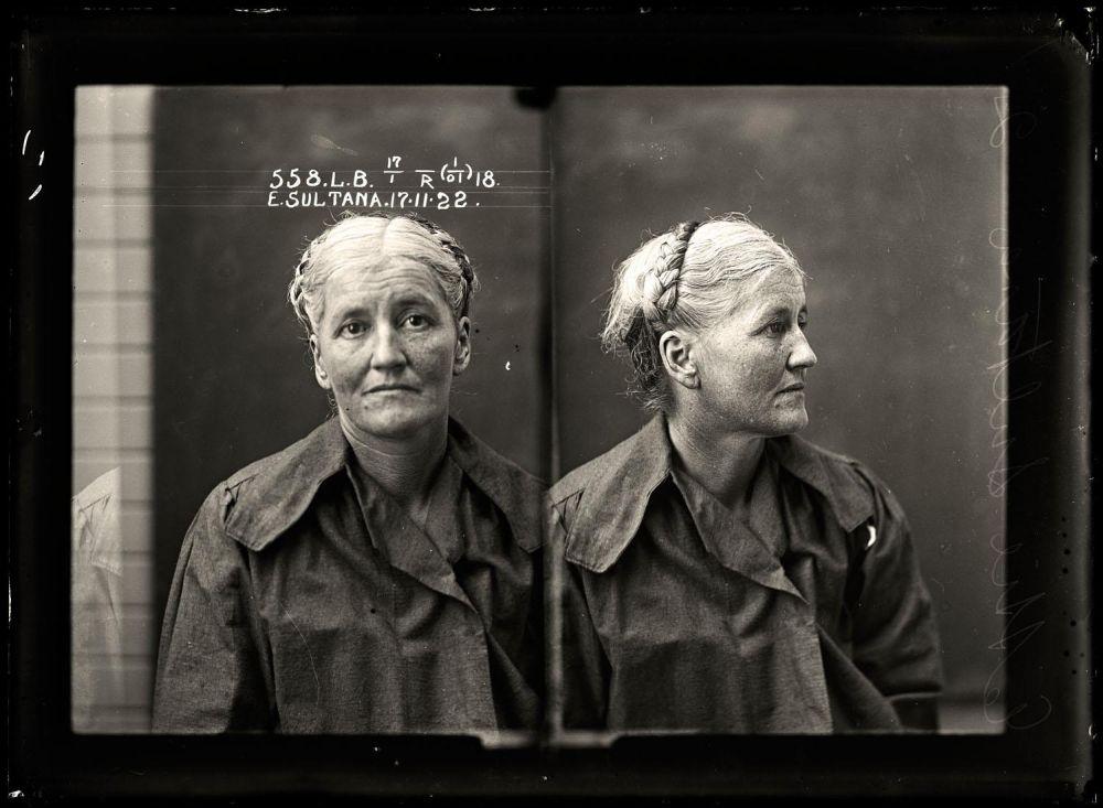 Female-gangster-Mug-Shots-43