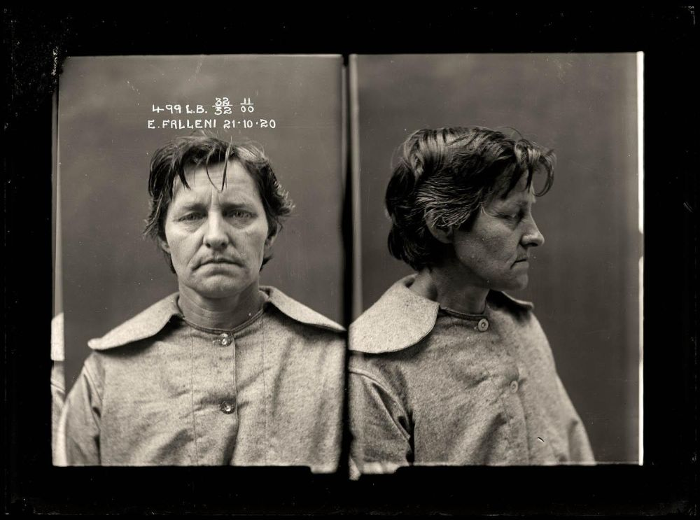 Female-gangster-Mug-Shots-44