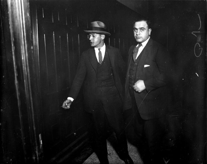 Gangsters-and-Grifters-Chicago-Tribune-07