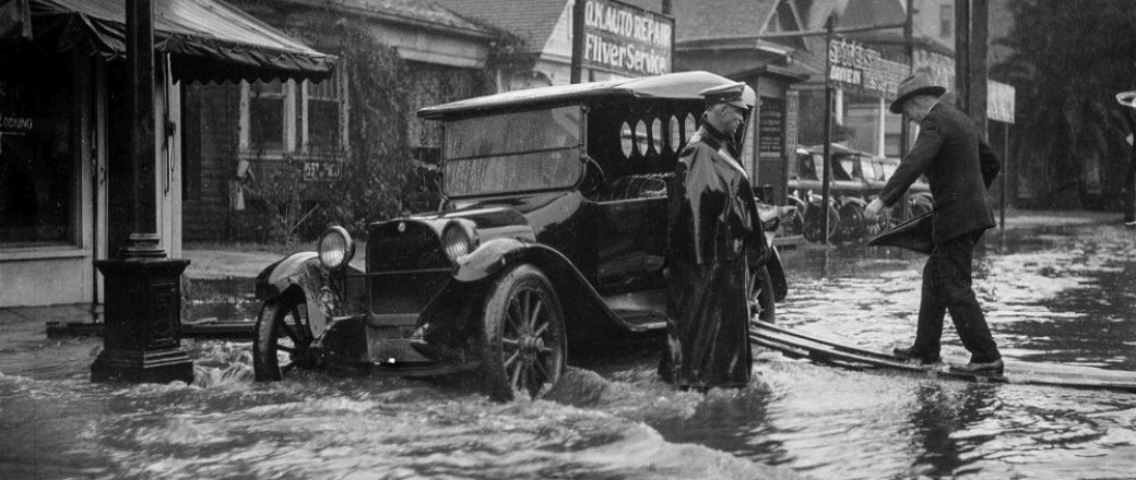 Vehicles caught in 1920s downpours in Los Angeles
