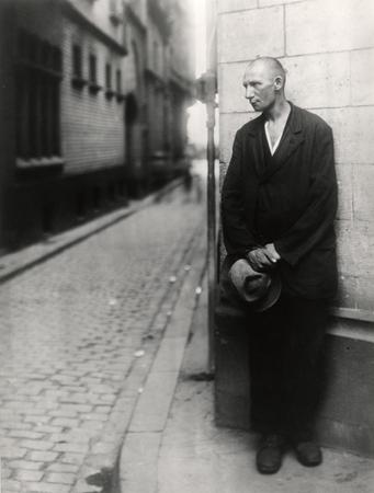 © August Sander - Unemployed Man (Col. 1928)