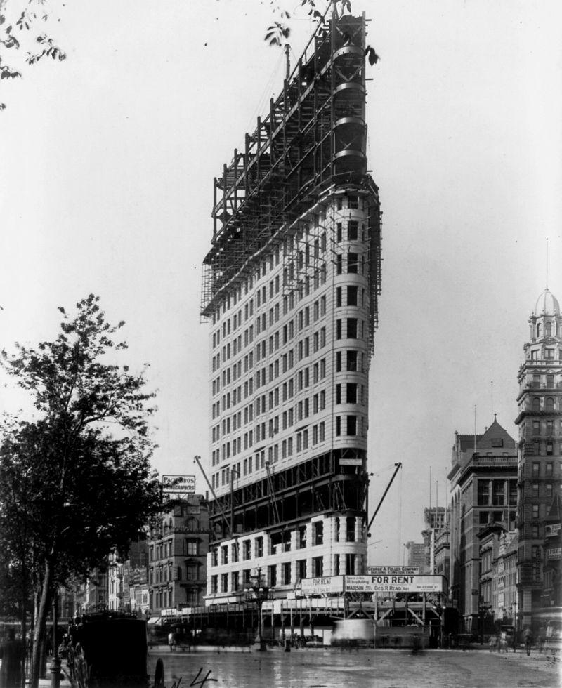The Flatiron Building   MONOVISIONS