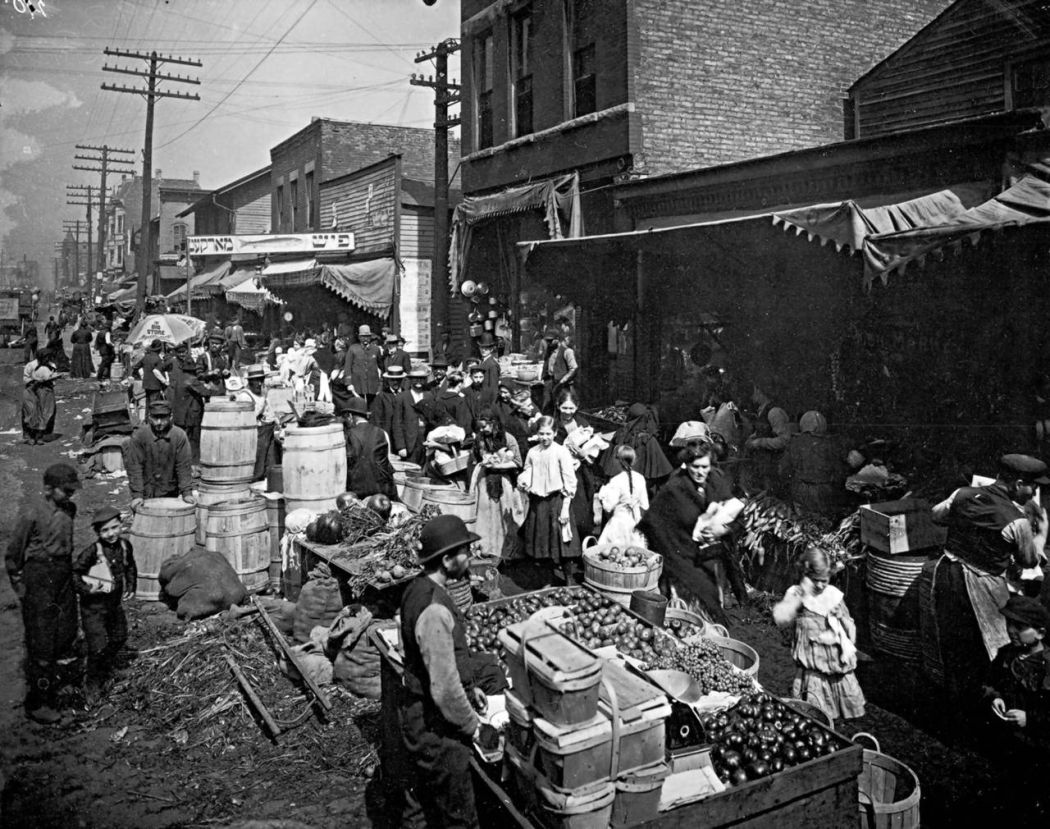Maxwell-Street-Open-air-bazaar-Chicago-in-1800s-01