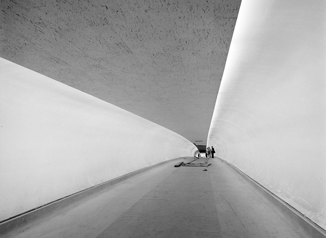 Neofuturistic-architecture-of-Eero-Saarinen-08