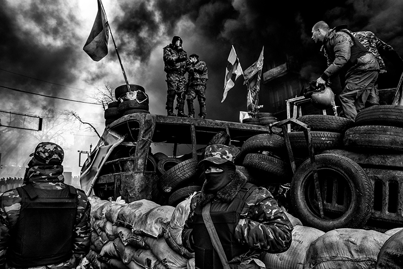 Behind Kiev's barricades © Giorgio Bianchi - Monochrome Discovery of the Year 2014, 1st place Winner in Photojournalism, Amateur