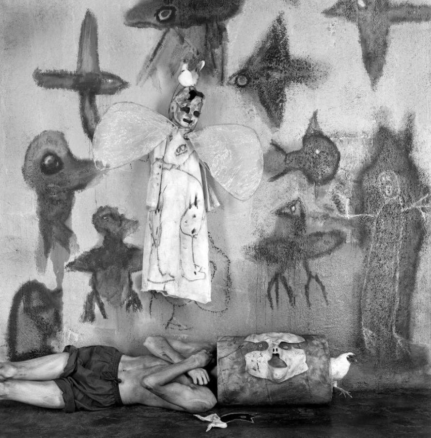 Roger-Ballen-Asylum-of-The Birds-04