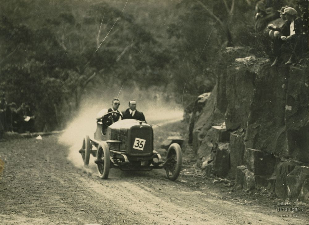 vintage-Motor-Racing-from-1920s-30s-01