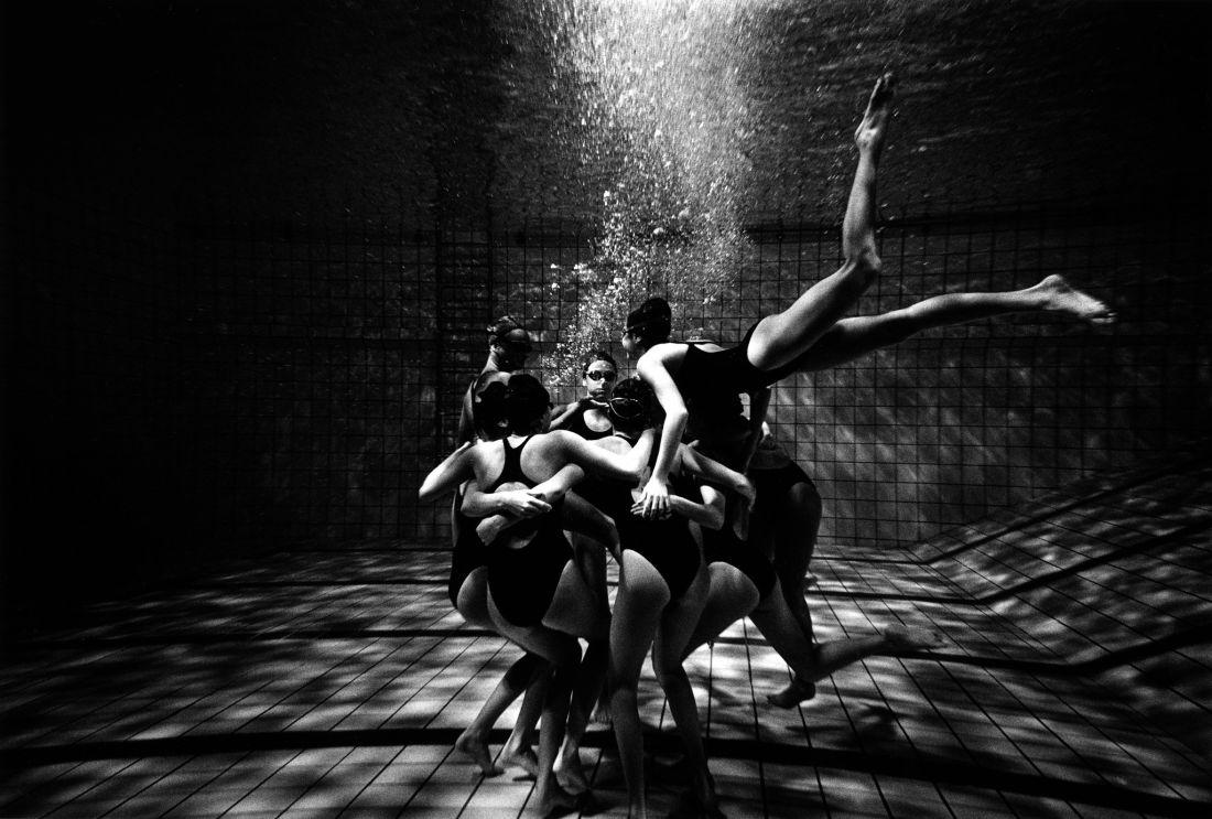 Tomasz-Gudzowaty-Synchronized-Swimming-02