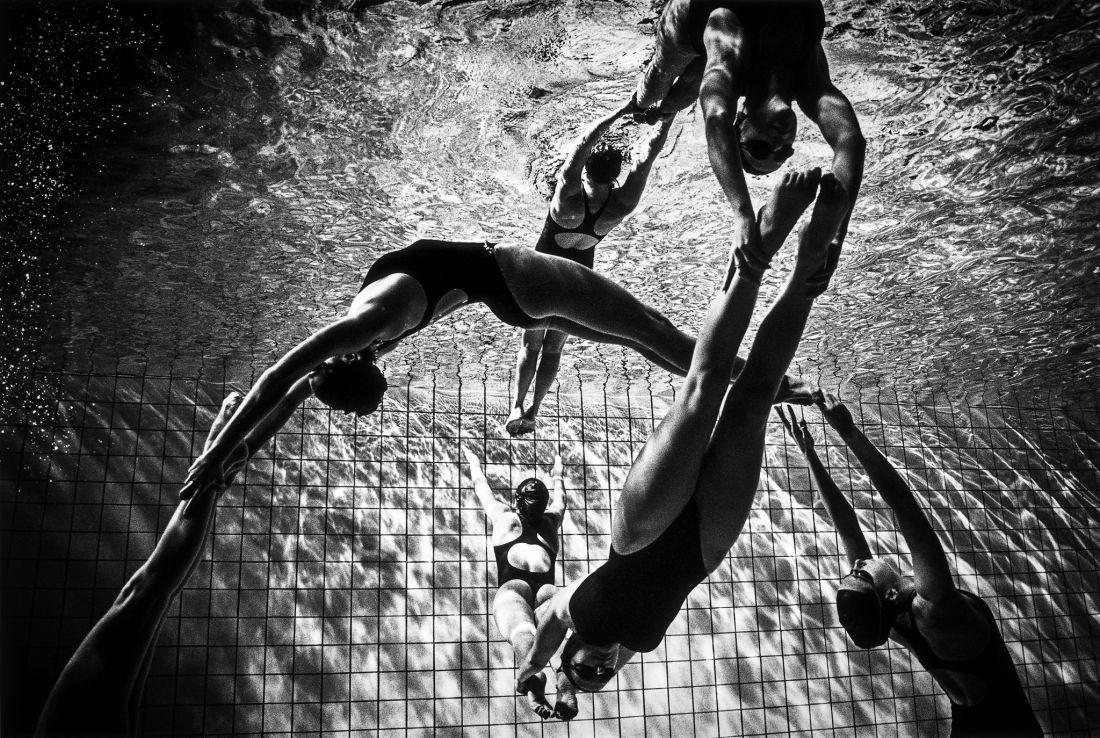 Tomasz-Gudzowaty-Synchronized-Swimming-13
