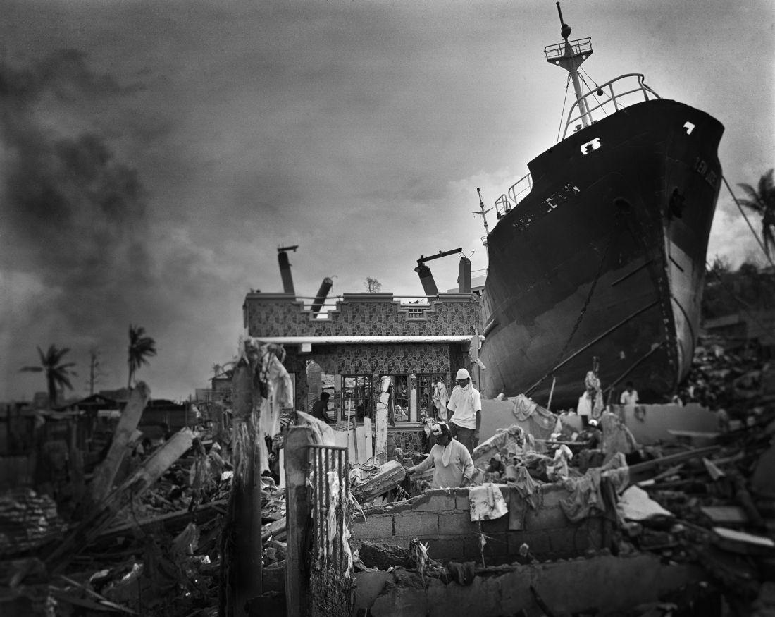 tomasz-gudzowaty-typhoon-haiyan-philippines-05
