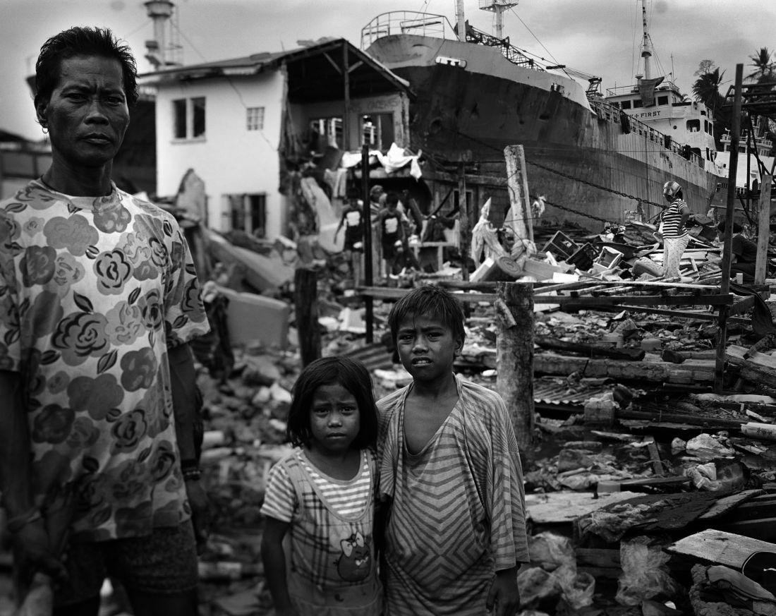 tomasz-gudzowaty-typhoon-haiyan-philippines-07