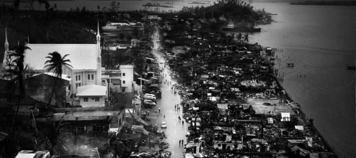 Tomasz Gudzowaty captures Typhoon Haiyan on the Philippines