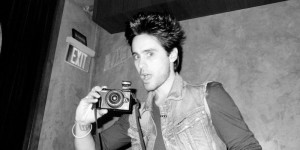 10 Black and White Photos of Celebrities with Cameras