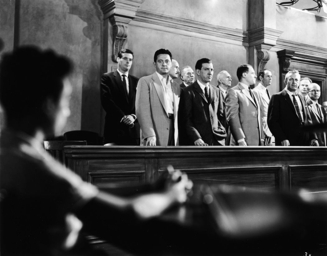 12 angry men 12 Watch 12 angry men (1957) online, a jury holdout attempts to prevent a miscarriage of justice by forcing his colleagues to reconsider the evidence.