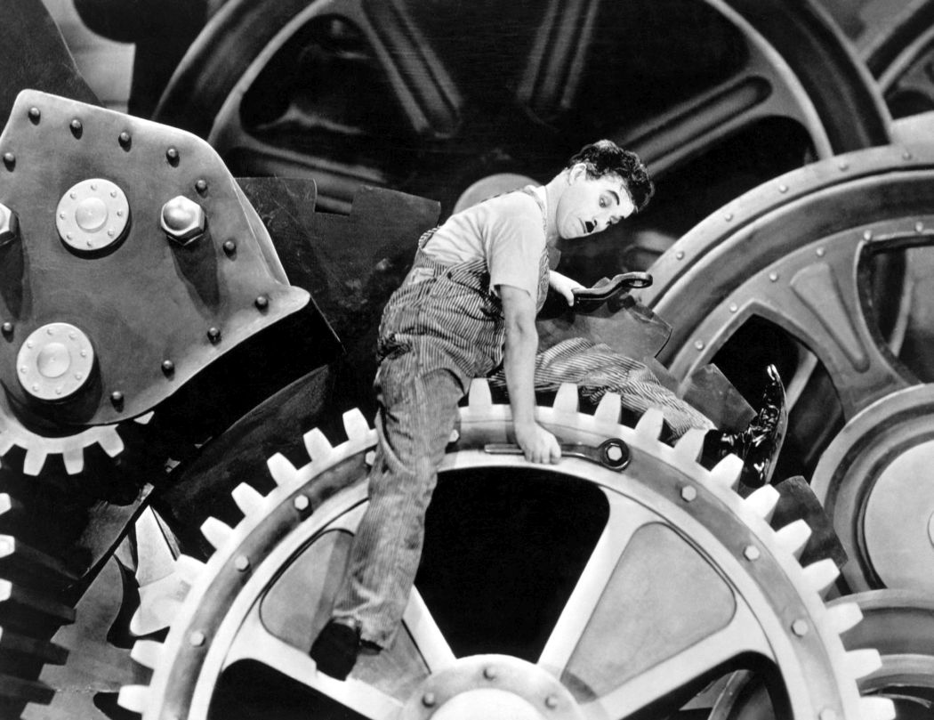 Behind-the-scenes-Chaplin-Charlie-Modern-Times_(1936)-44