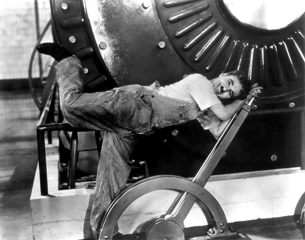 Behind-the-scenes-Chaplin-Charlie-Modern-Times_(1936)-46