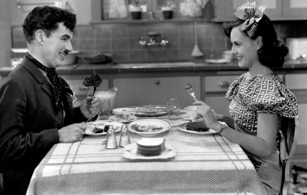 Behind-the-scenes-Chaplin-Charlie-Modern-Times_(1936)-65