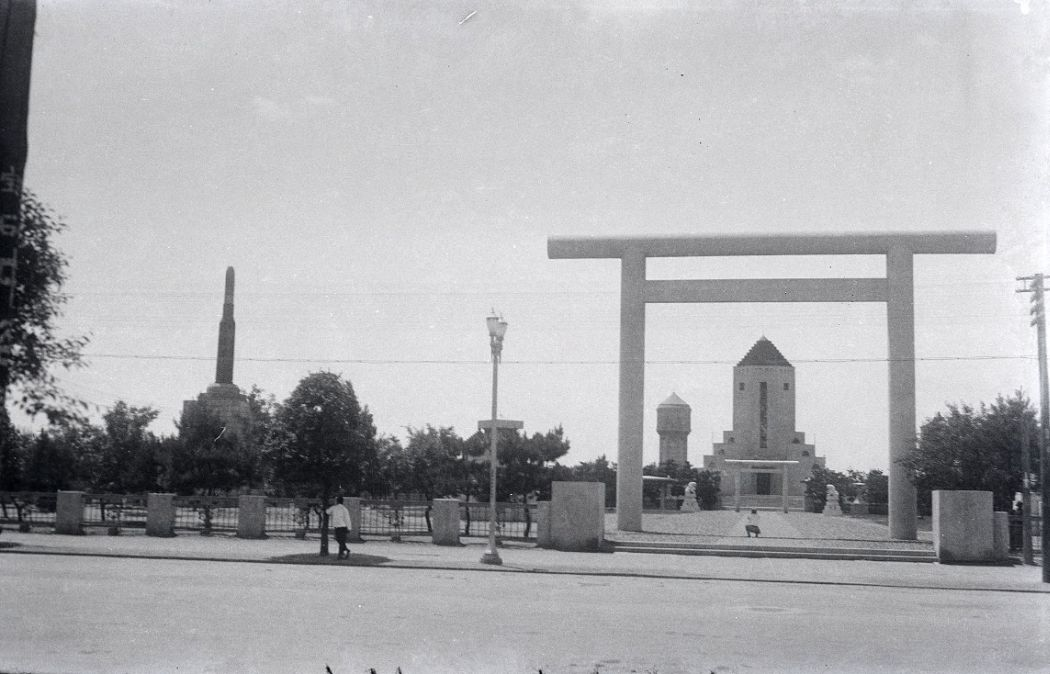 Manchuria-Northeast-Asia-in-1930s-Monument Dedicated to Loyal Soldiers