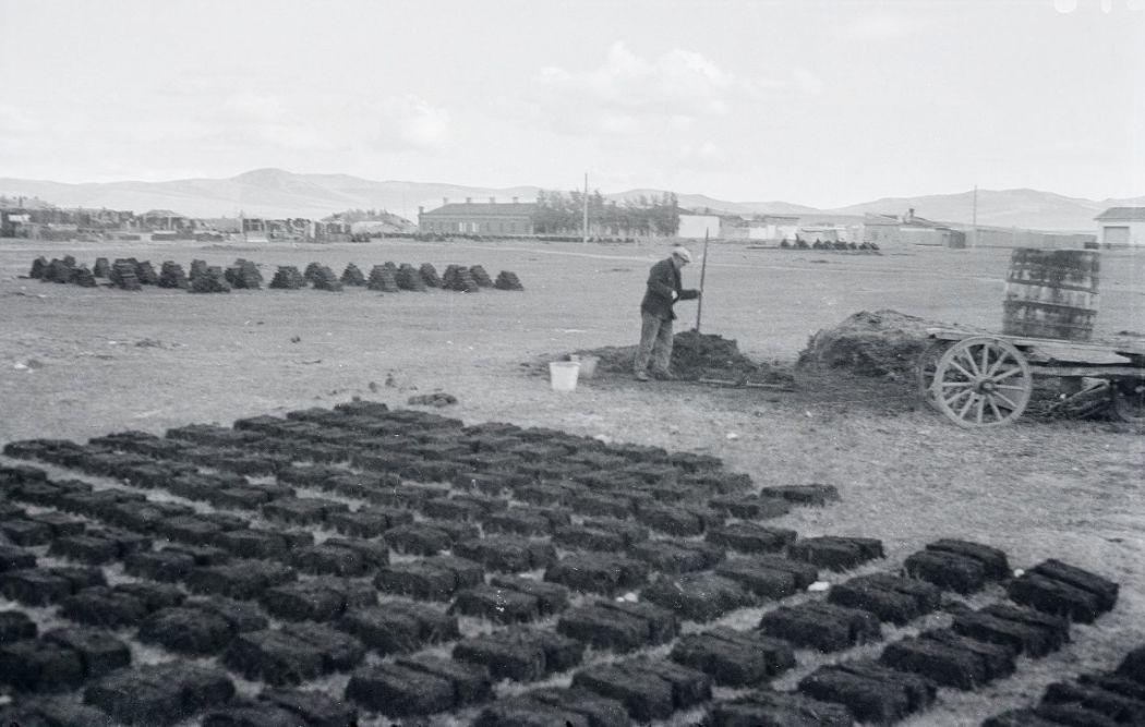 Manchuria-Northeast-Asia-in-1930s-Processing Peat