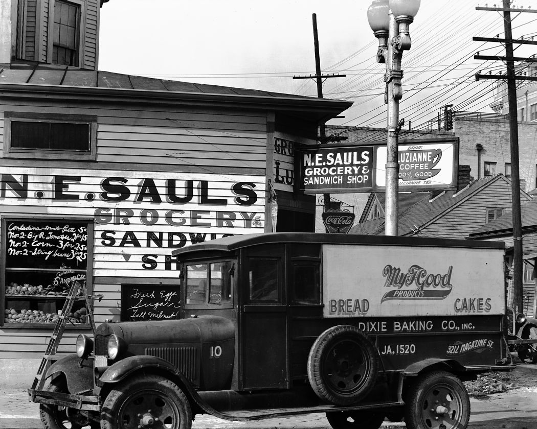 walker evans fsa photography Walker evans was a renowned american photographer known for his black-and-white images documenting the impact of the great depression as an artist, evans disliked the formal photography like that of alfred stieglitzinstead, he aimed to capture the quotidian beauty and diaristic events of daily life.