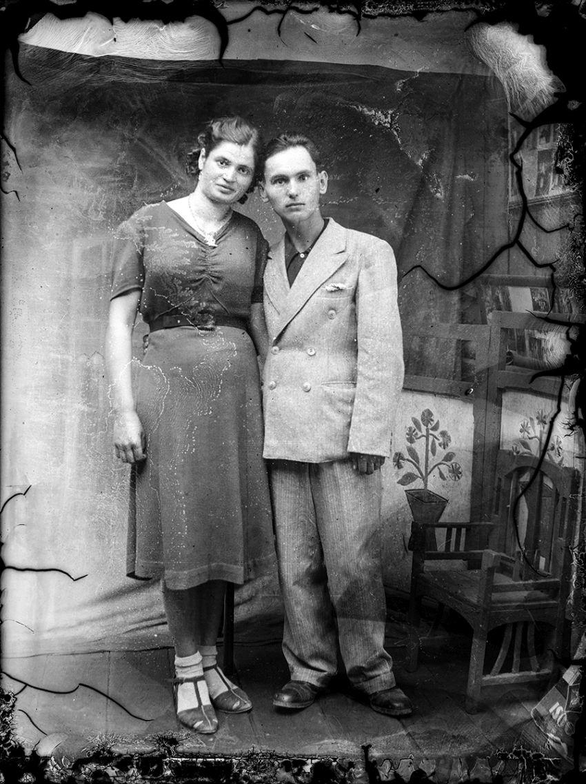 Glass-Plate Portraits from Romania (1940s) / Costică Acsinte / Public Domain