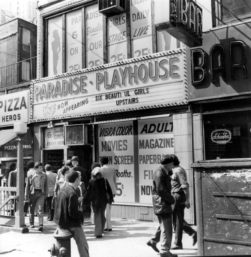 times-square-in-1970s-22