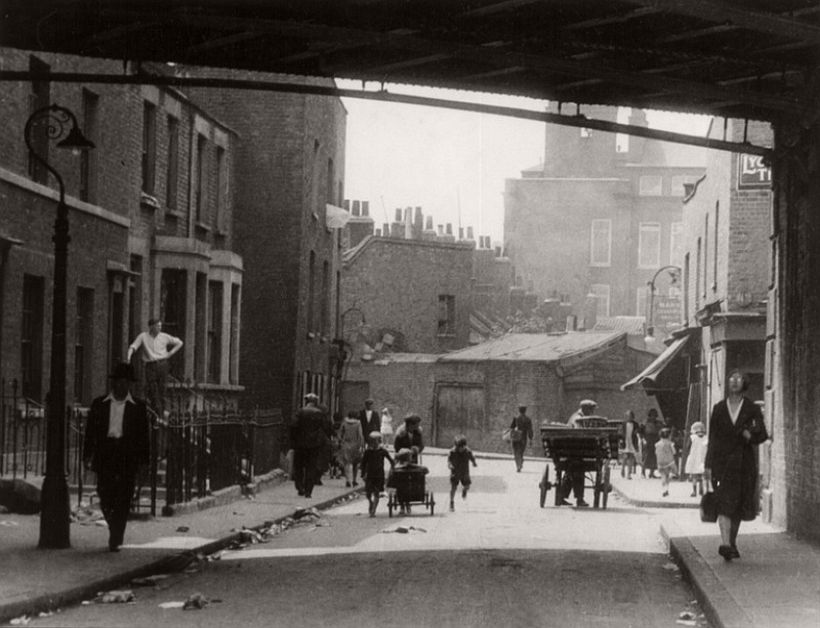 Chinatown, Limehouse Causeway, London, 1933, photo: Emil Otto Hoppé