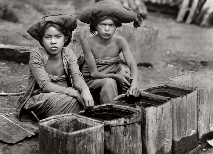 Batak Girls, Sumatra, 1930, photo: Emil Otto Hoppé