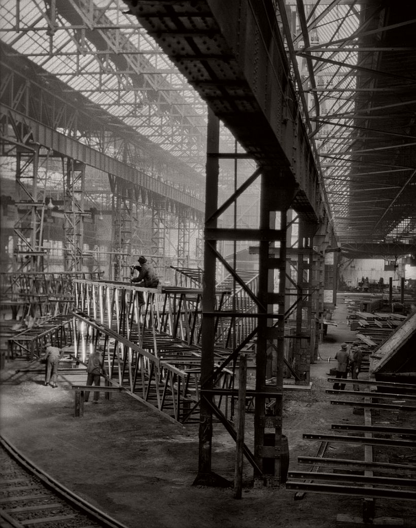 On the factory floor, C.H. Jucho bridge builders, Dortmund, 1928 - Emil Otto Hoppé: The German Work