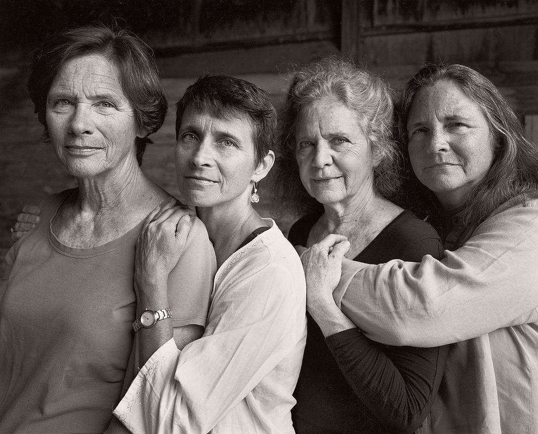 nicholas-nixon-the-brown-sisters-40-years-01