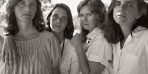 Nicholas Nixon: THE BROWN SISTERS. 40 YEARS