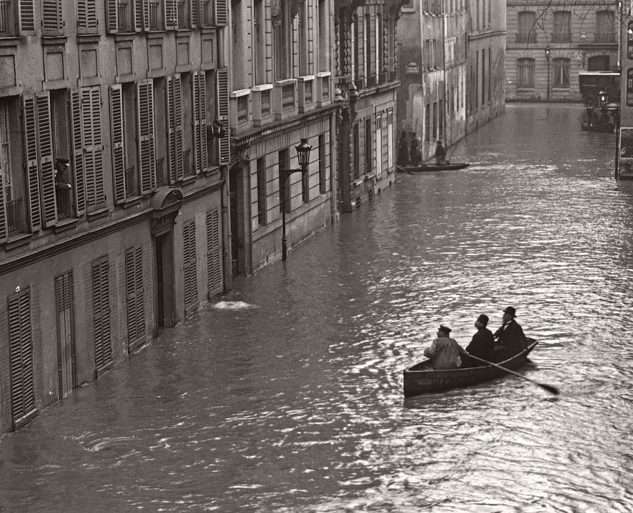 paris-underwater-great-flood-1910-05