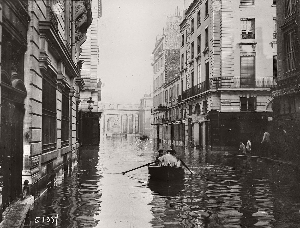 paris-underwater-great-flood-1910-06