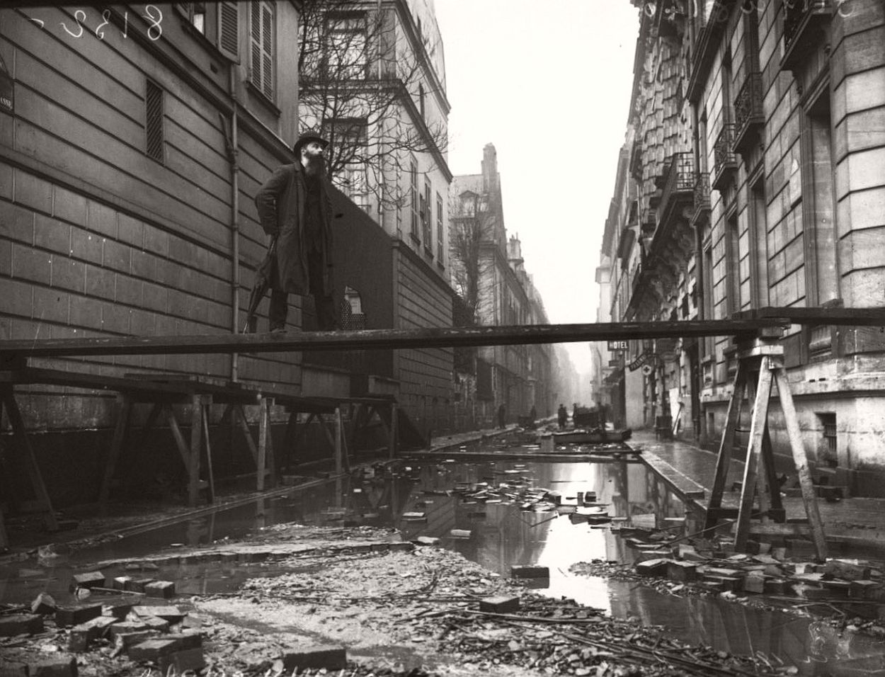 paris-underwater-great-flood-1910-11