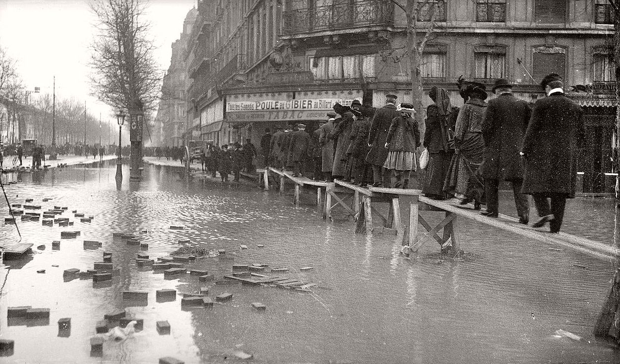 paris-underwater-great-flood-1910-13