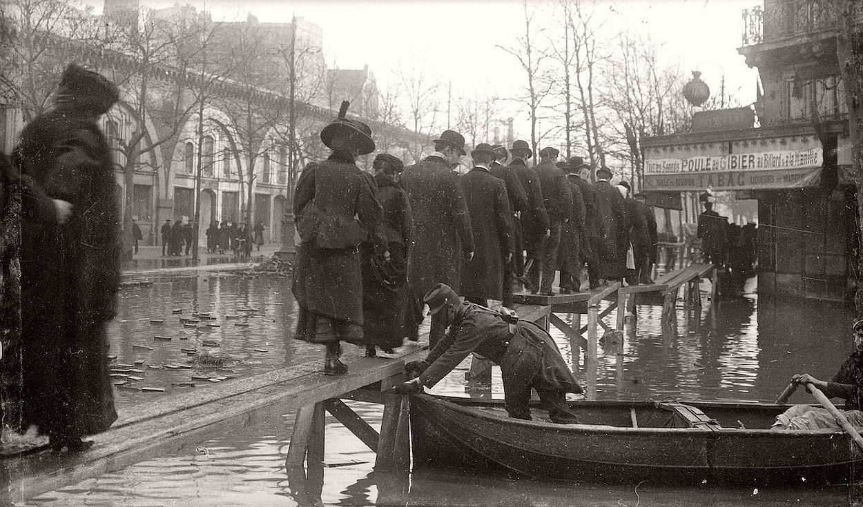 paris-underwater-great-flood-1910-14