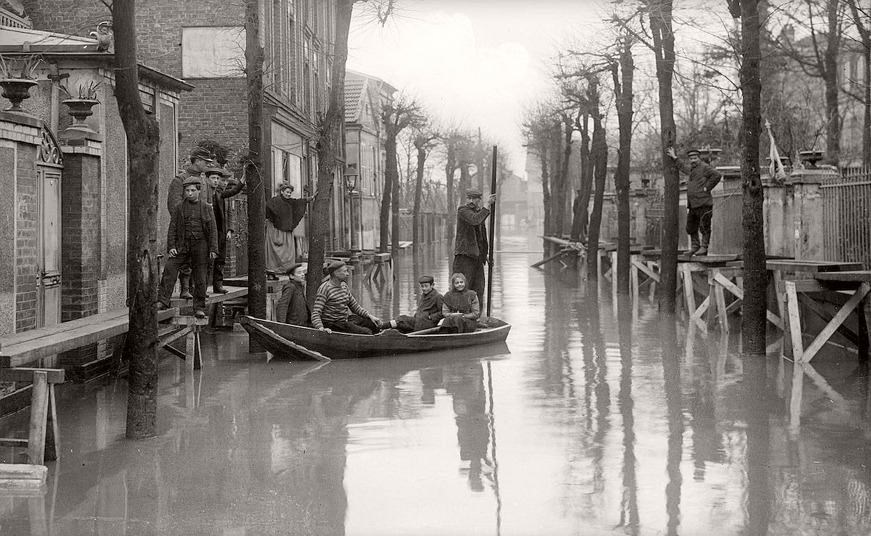 paris-underwater-great-flood-1910-16