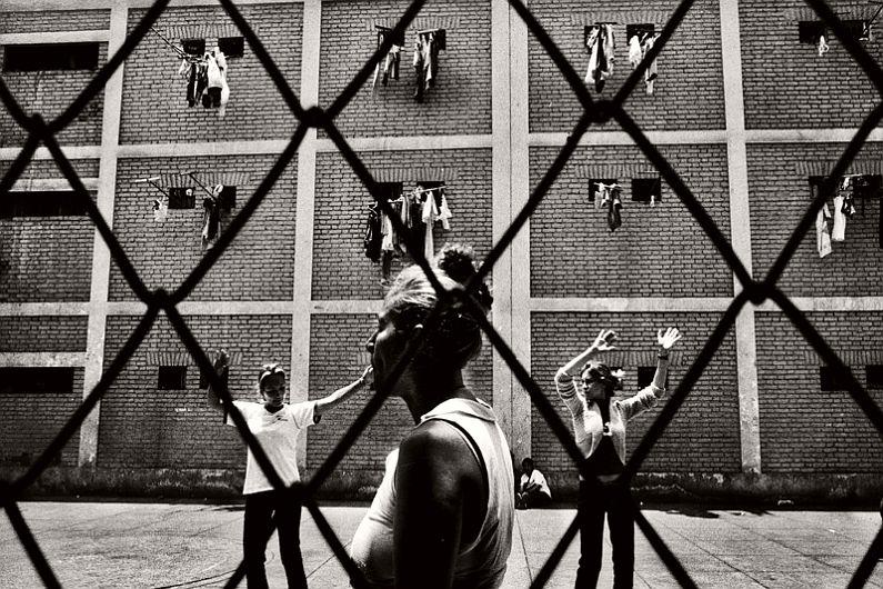 valerio-bispuri-encerrados-latin-american-prisons-04